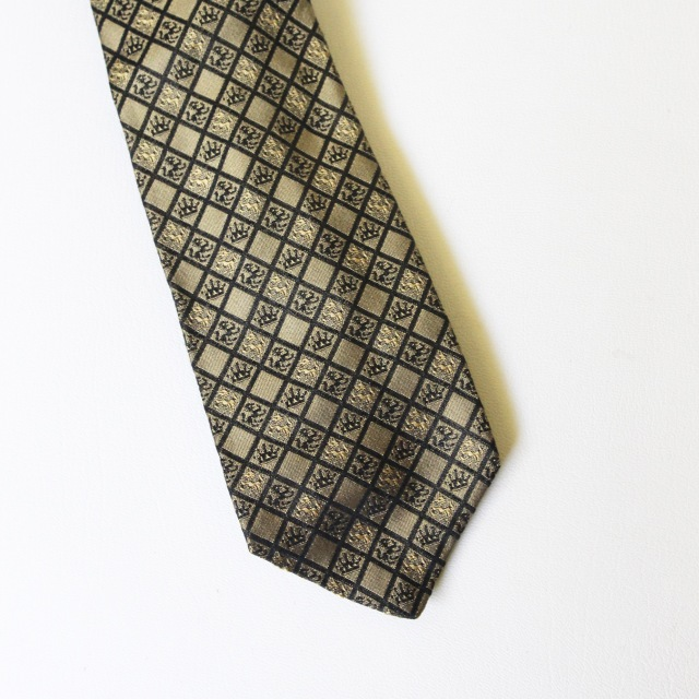 Gold Lion Crown Tie 2